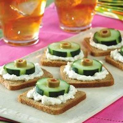 Vorspeisen mit Gurken und Oliven