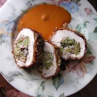Pekannuss-Hähnchenbrust gefüllt mit Frischkäse und Broccoli