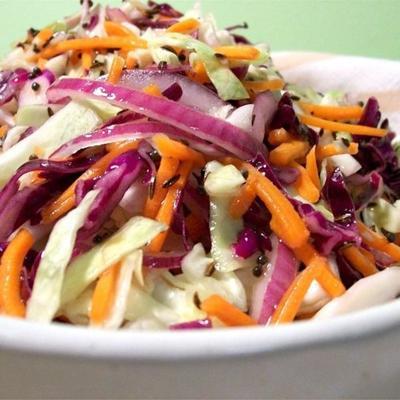 Krautsalat mit heißer Kümmelvinaigrette