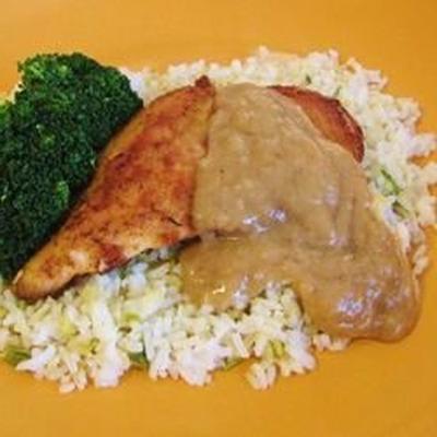 Hühnchen mit Reis und Soße