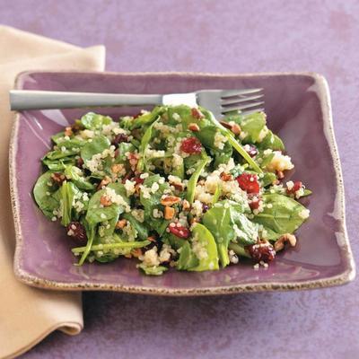 Spinat-Beeren-Quinoa-Salat