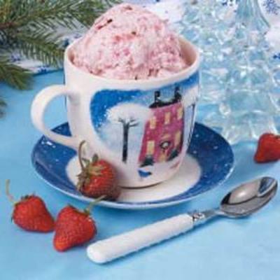 gefrorener Joghurt mit drei Früchten