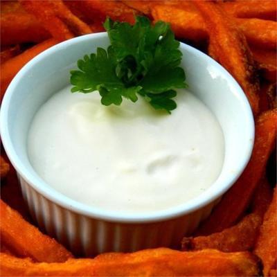 cremiger Ahorn-Dip für Süßkartoffel-Pommes