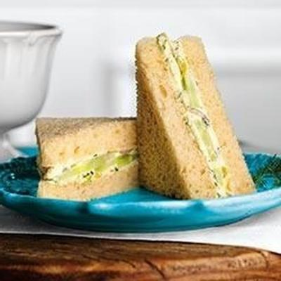 Gurken- und Dill-Finger-Sandwiches