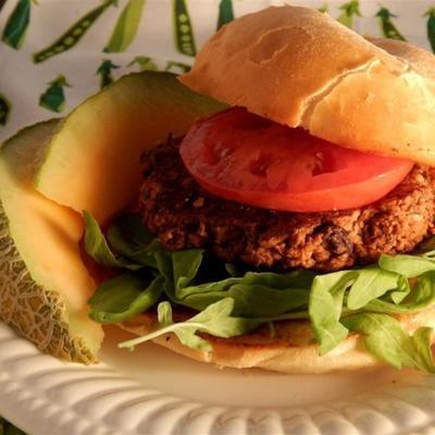 Burger mit schwarzen Bohnen und Walnüssen