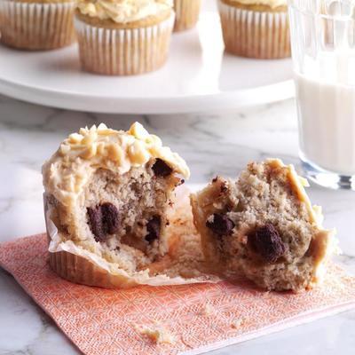 Chunky Monkey Cupcake mit Erdnussbutter-Frischkäse-Zuckerguss