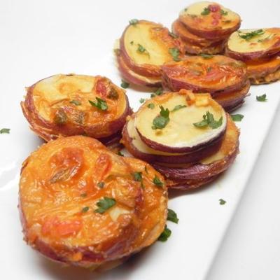 Käse überbackene Kartoffelstapel
