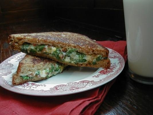 Spinat und Käse gegrilltes Sandwich