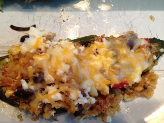 Quinoa gefüllte Poblanos