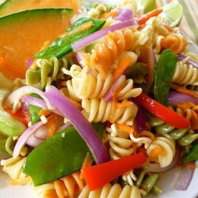 asiatischer Nudel- und Nudelsalat