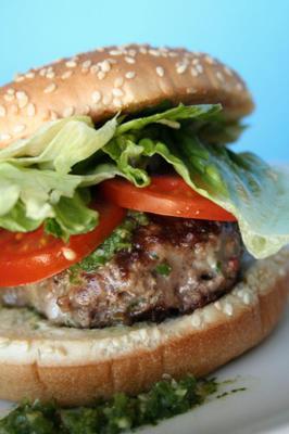Pepper Jack Cheeseburger mit Jalapeandntilde, O-Cumin-Sauce