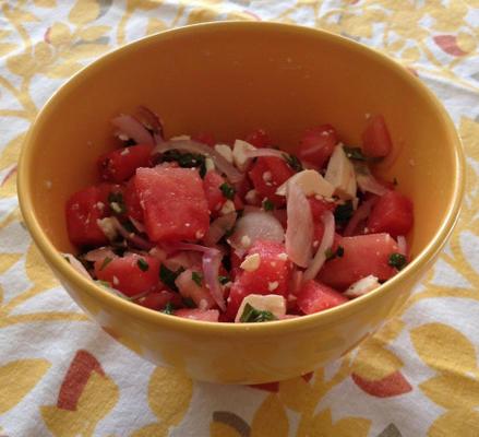 erstaunlicher griechischer Salat mit Wassermelone und Feta