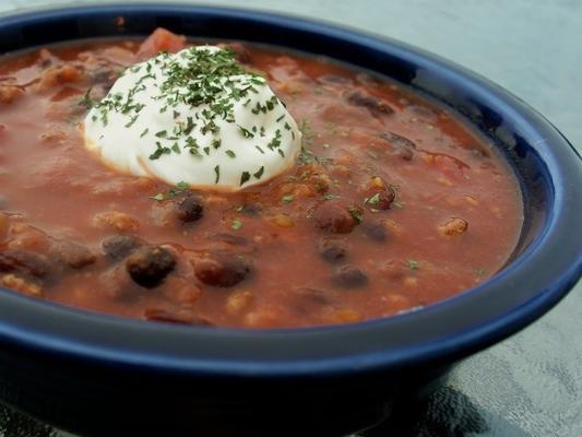 würziges Lammfleisch und Chili mit schwarzen Bohnen