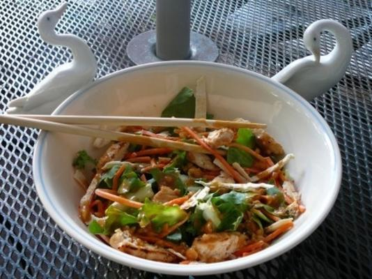 gegrillter Hähnchen-Satay-Salat