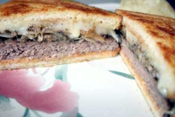 Sauerteig-Cheeseburger für 2