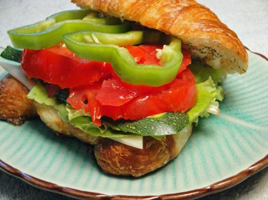 vegetarisches Croissantsandwich