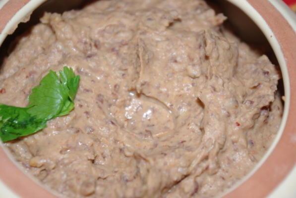 rauchiges salzfreies Dip mit schwarzen Bohnen
