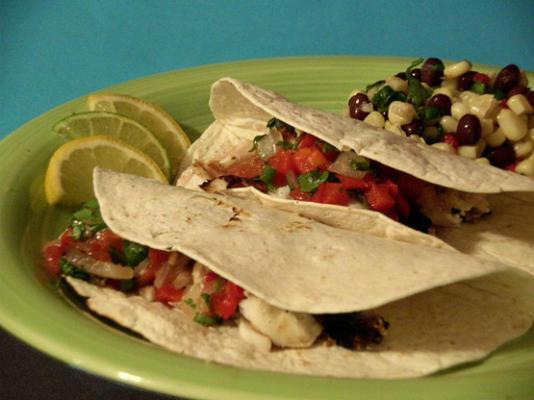 gegrillte Heilbuttacos mit gerösteten Tomaten und Tequila-Salsa