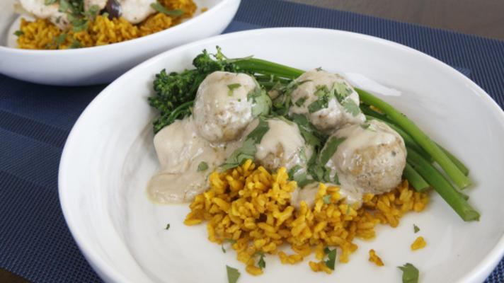 Putenfleischbällchen und Erdnusssauce