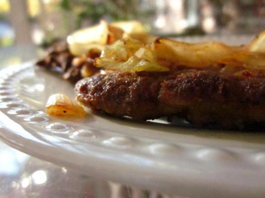 Hühnchen gebratenes Steak mit Zwiebeln