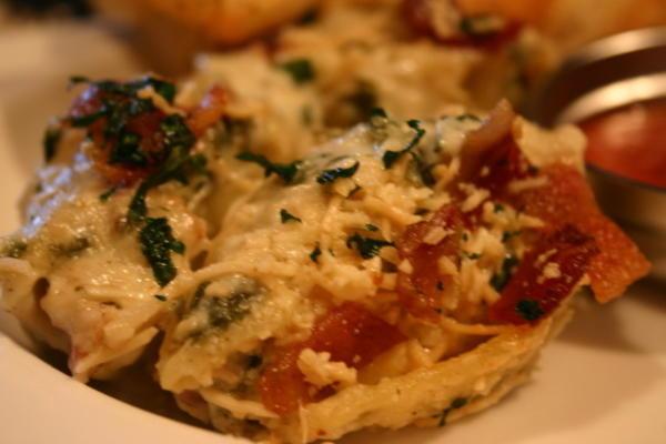 Gefüllte Muscheln mit knuspriger Pancetta und Spinat
