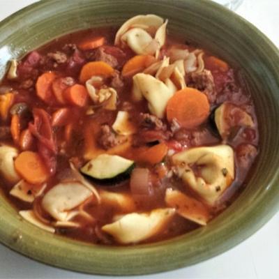 italienische Wurstsuppe mit Tortellini