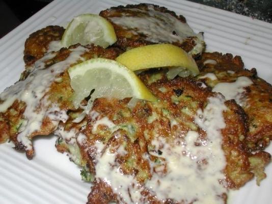 Zucchini-Puffs mit Zitronen-Aioli