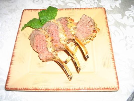 Lammkarree mit Honig-Haselnuss-Kruste