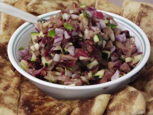 würzige Fruchtsalsa mit Zimtzucker-Pita-Chips