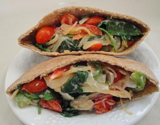 Griechisches Gemüse-Pita-Sandwich