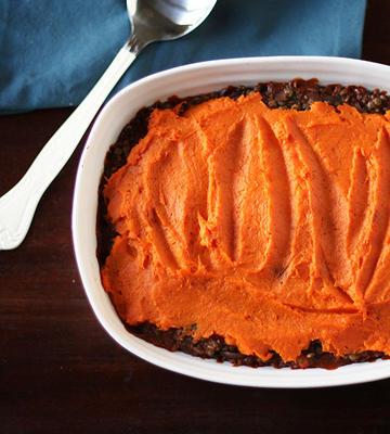 Linsen-, Pilz- und Süßkartoffelhirtenkuchen