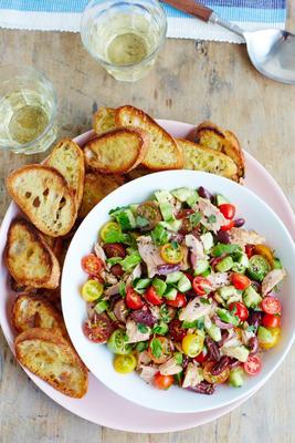Thunfischsalat im griechischen Stil