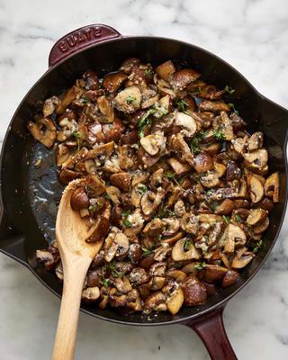 15-minütige Parmesan-Thymian-Pilze
