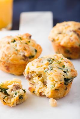 belegte herzhafte Frühstücks-Muffins