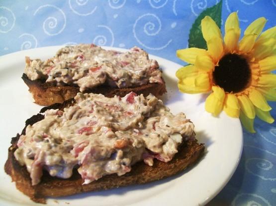 Kräuter-Frischkäse-Bruschetta auf Baguette-Toast